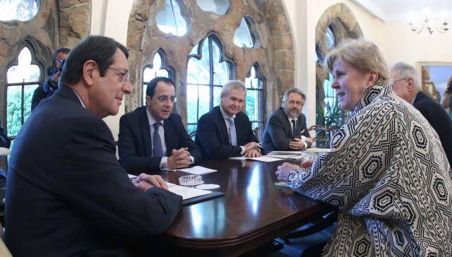 Νέος γύρος συναντήσεων της απεσταλμένης του ΟΗΕ με Αναστασιάδη - Ακιντζί   tanea.gr