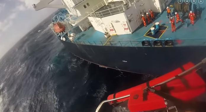 Η δραματική επιχείρηση διάσωσης Έλληνα καπετάνιου στον Ατλαντικό   tanea.gr