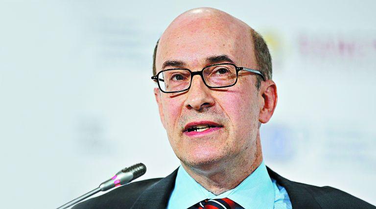 Ρογκόφ: «Η Ελλάδα πρέπει να ανοικοδομήσει τη μεσαία τάξη» | tanea.gr