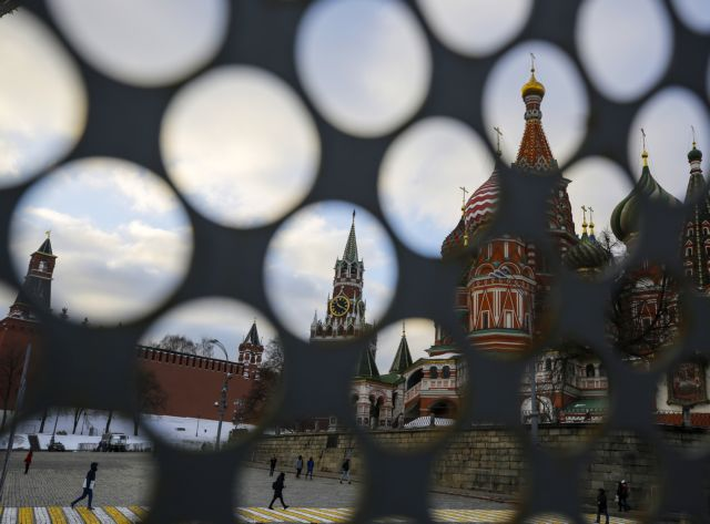 Μόσχα: 50.000 άτομα απομακρύνθηκαν από δημόσια κτίρια και εμπορικά κέντρα λόγω απειλών για βόμβα | tanea.gr