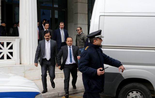 Ankara declares bounty on Turkish officers granted asylum in Greece | tanea.gr