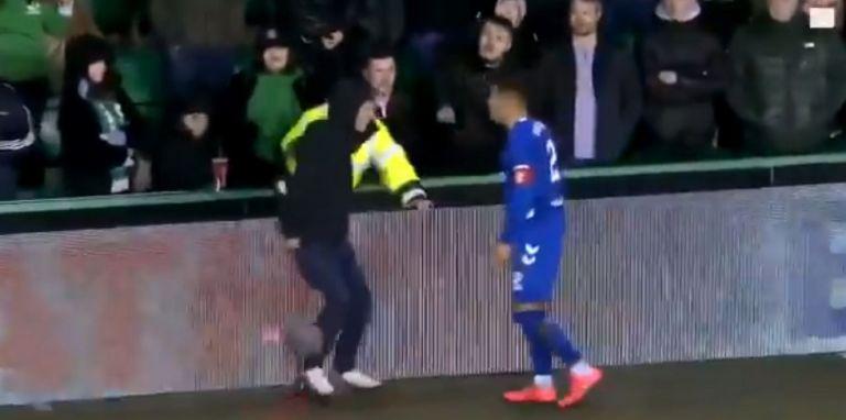 Χαμός στη Σκωτία: Παίκτης της Ρέιντζερς πιάστηκε στα χέρια με οπαδό | tanea.gr