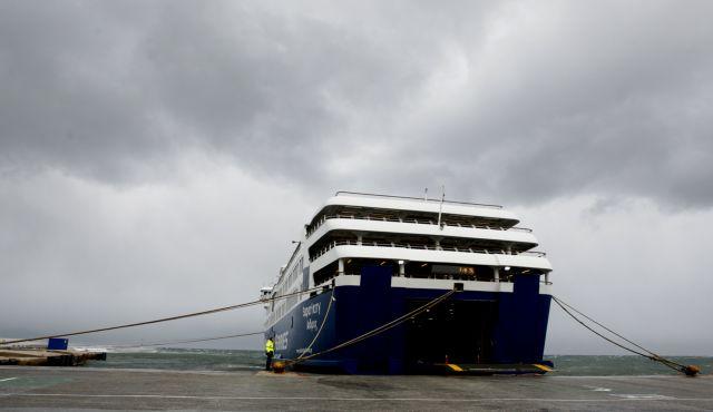 Δεμένα τα πλοία σε Πειραιά και Ραφήνα λόγω θυελλωδών ανέμων | tanea.gr
