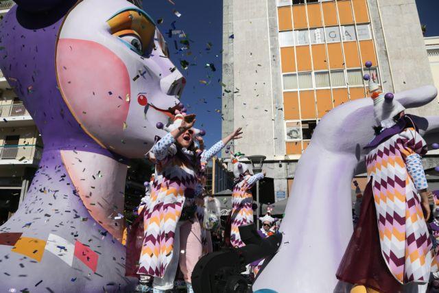 Πατρινό καρναβάλι: Τα εντυπωσιακά άρματα των 40.000 καρναβαλιστών | tanea.gr