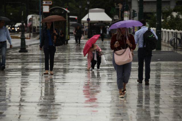 Και από Τρίτη «χειμωνιάζει»: Βροχές, καταιγίδες και πτώση της θερμοκρασίας | tanea.gr