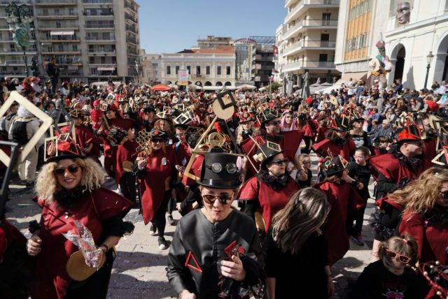 Πάτρα: Διακόπηκε η παρέλαση του καρναβαλιού από φωτιά σε διαμέρισμα | tanea.gr