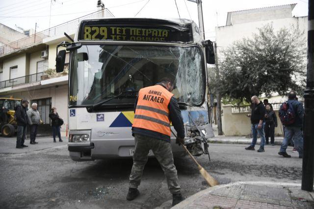 Εικόνες από τη σύγκρουση λεωφορείων στο Αιγάλεω | tanea.gr