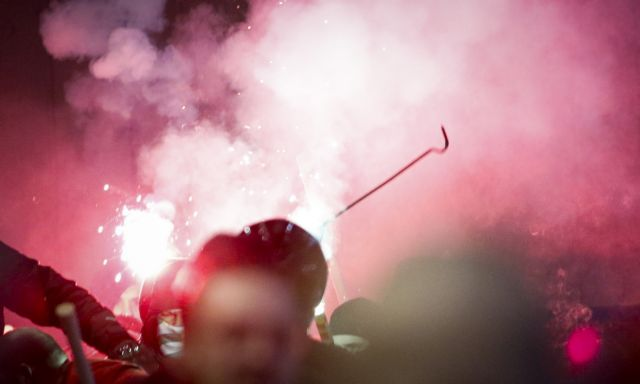 Νίκαια: Βίαια επεισόδια μεταξύ οπαδών [Εικόνες] | tanea.gr