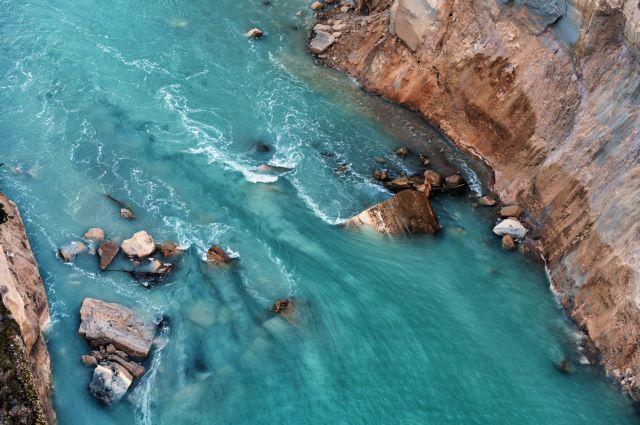 Μύκονος: Κύματα «καταπίνουν» τη Μικρή Βενετία   tanea.gr