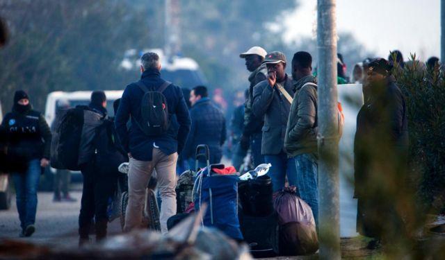 Ιταλία: Μπουλντόζες ισοπέδωσαν παραγκούπολη 900 μεταναστών | tanea.gr