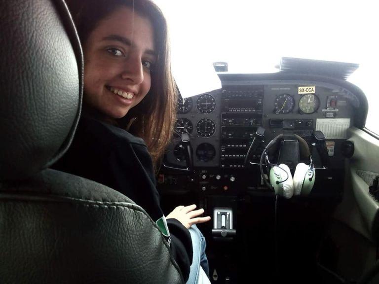 Κρήτη: «Έσχισε» τους αιθέρες 17χρονη πιλότος πάνω από την παρέλαση | tanea.gr