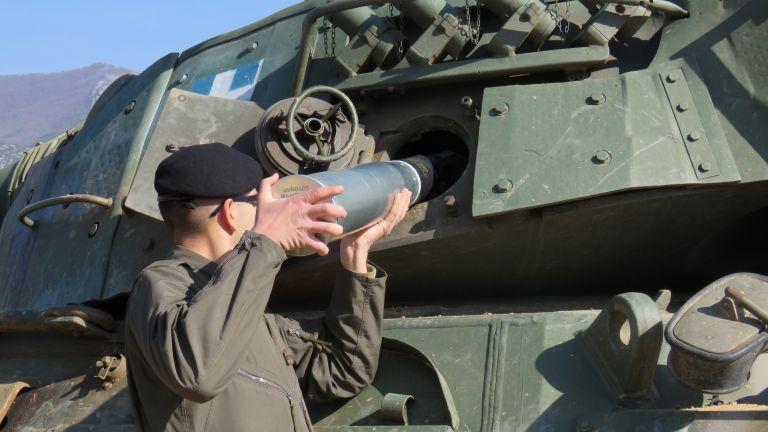 H δύναμη πυρός των αρμάτων μάχης - Εκπαίδευση βολών των μονίμων Λοχιών | tanea.gr