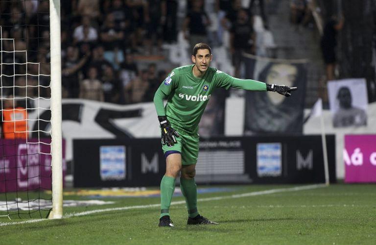Ο Παπαδόπουλος έπιασε από το λαιμό τον Τζουρίτσκοβιτς στα αποδυτήρια | tanea.gr