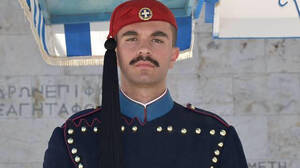 Θάνατος Εύζωνα: Μυστήριο για την αιτία που έχασε τη ζωή του | tanea.gr