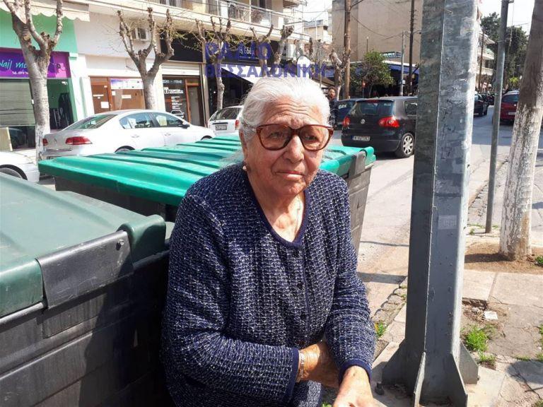 «Δεν θα ξαναβγώ να πουλήσω τα παντοφλάκια» λέει τρομοκρατημένη η 90χρονη | tanea.gr