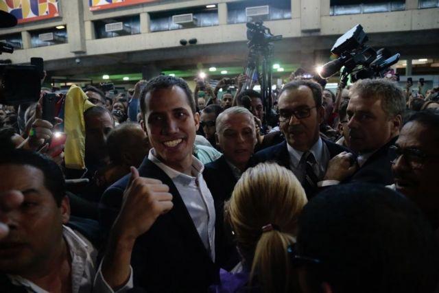 Βενεζουέλα: Επέστρεψε ο Γκουαϊδό και καλεί σε εξέγερση   tanea.gr