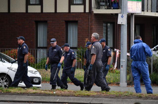 Νέα Ζηλανδία: Η στιγμή που οι αστυνομικοί συνέλαβαν τον μακελάρη   tanea.gr