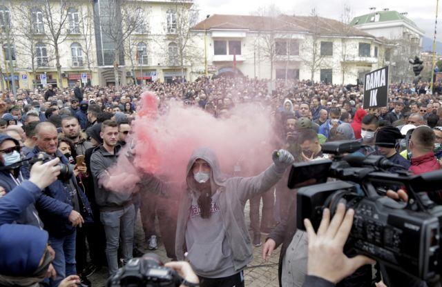 Αλβανία: Χιλιάδες διαδηλωτές στους δρόμους κατά του Ράμα | tanea.gr