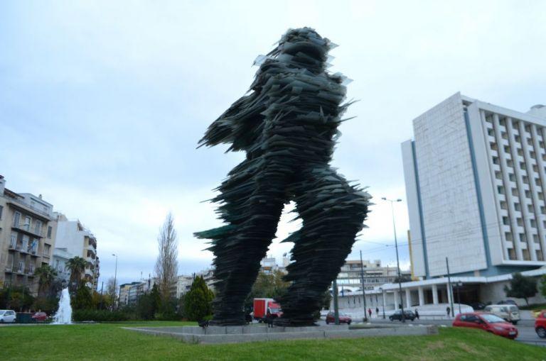 Καρφιά Βαρώτσου για την ανταλλαγή του «Δρομέα» με άγαλμα των Σκοπίων | tanea.gr
