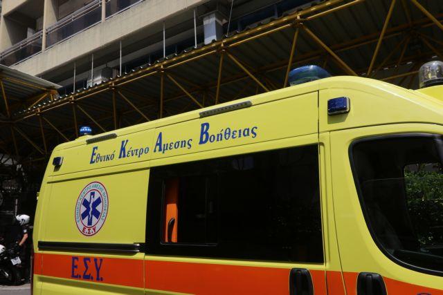 Αγία Παρασκευή: Αυτοκίνητο προσέκρουσε σε κολόνα της ΔΕΗ – Δύο τραυματίες | tanea.gr