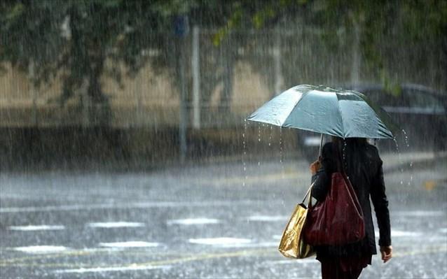 Ισχυρές βροχές και καταιγίδες σαρώνουν τη χώρα - Δείτε που χτυπά η κακοκαιρία | tanea.gr