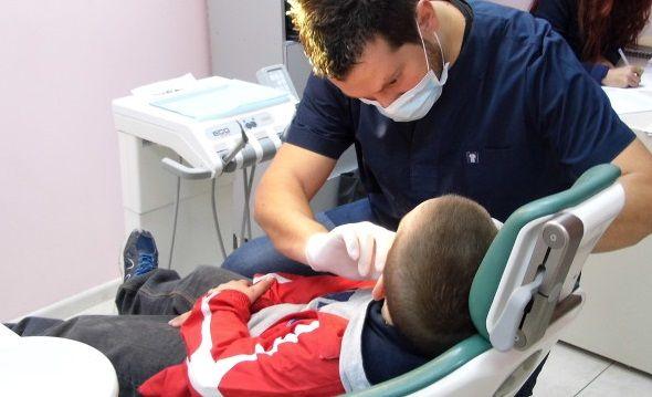 Δωρεάν οδοντιατρική φροντίδα για 800.000 παιδιά | tanea.gr