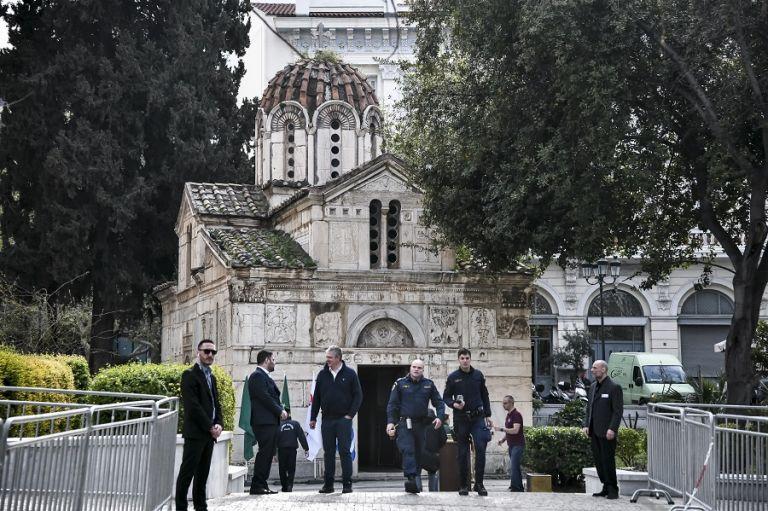 Θανάσης Γιαννακόπουλος : Εικόνες από το λαϊκό προσκύνημα | tanea.gr