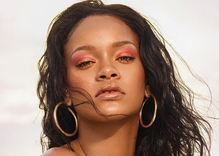 Η Rihanna ποζάρει και... αναστατώνει το Instagram   tanea.gr