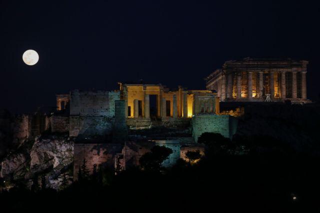Τι φέρνει η τρίτη υπερπανσέληνος της χρονιάς | tanea.gr