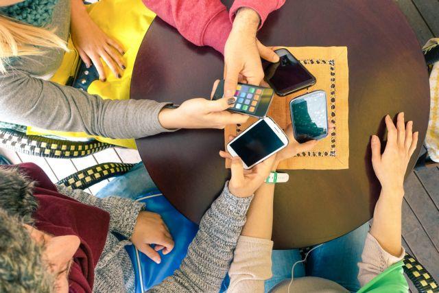 Ολο και περισσότεροι στρέφονται στην ψηφιακή τεχνολογία για ψυχαγωγία και ενημέρωση | tanea.gr