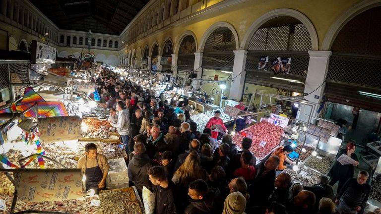 Ανοιχτή όλο το βράδυ η Βαρβάκειος | tanea.gr