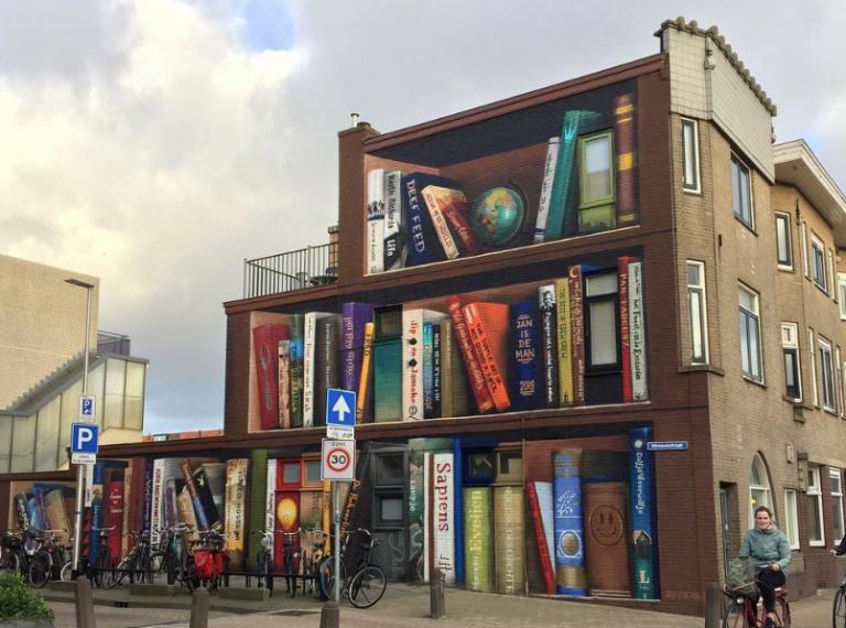 Μεταμορφώνοντας μία πολυκατοικία σε εντυπωσιακή «βιβλιοθήκη»   tanea.gr