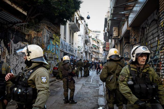 Επίθεση μέρα μεσημέρι στη… Μονμάρτη της Αθήνας | tanea.gr