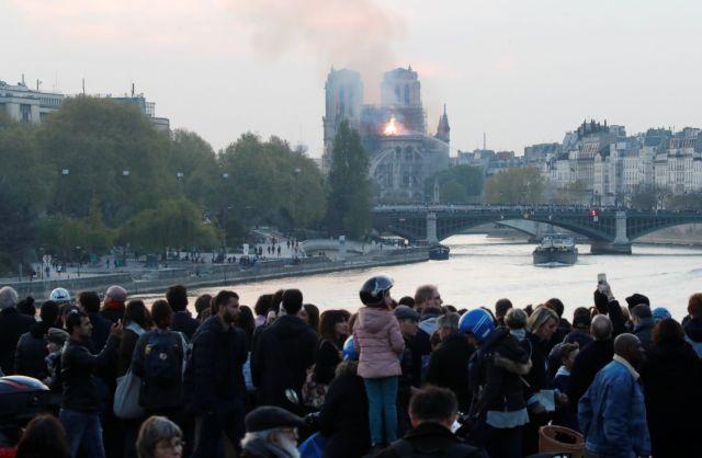 Μακρόν για την πυρκαγιά στην Παναγία των Παρισίων: Καίγεται ένα κομμάτι όλων μας | tanea.gr