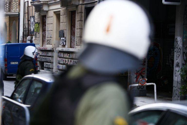 Νέα επιχείρηση της ΕΛ.ΑΣ. σε υπό κατάληψη κτίρια στη... Μονμάρτη της Αθήνας | tanea.gr