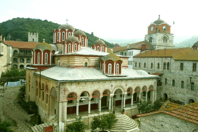 Ενοχοι οι οκτώ μοναχοί για τα επεισόδια με τις μολότοφ | tanea.gr