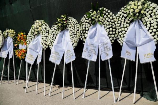 Το τελευταίο «αντίο» στον Βασίλη Λυριτζή (εικόνες) | tanea.gr