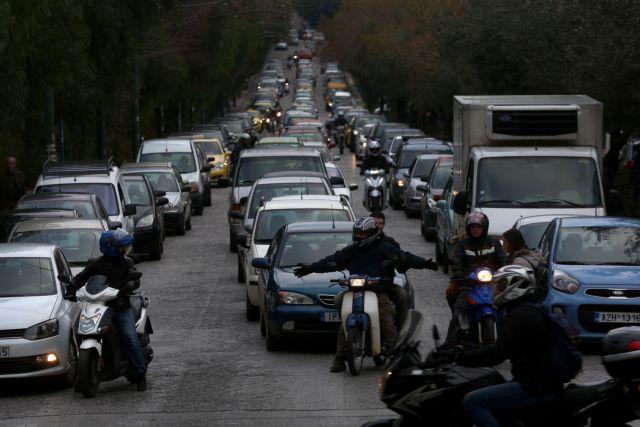 Αστυνομικοί προς Λιμενικούς: Πού πας ρε Καραμήτρο μέσα στα Εξάρχεια; | tanea.gr
