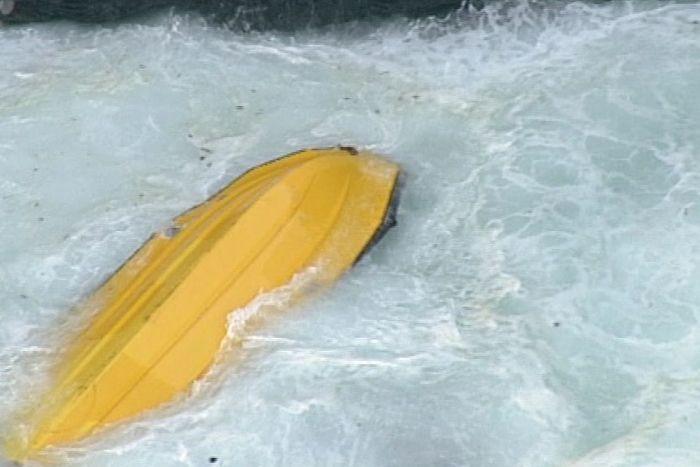 Διασώστες πνίγηκαν ενώ βοηθούσαν άνδρα που είχε παρασυρθεί από τα κύματα | tanea.gr
