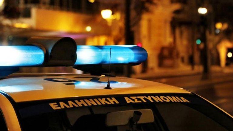 Τρόμος στα Εξάρχεια: Μαχαίρωσαν λιμενικούς πήραν και τα όπλα τους | tanea.gr
