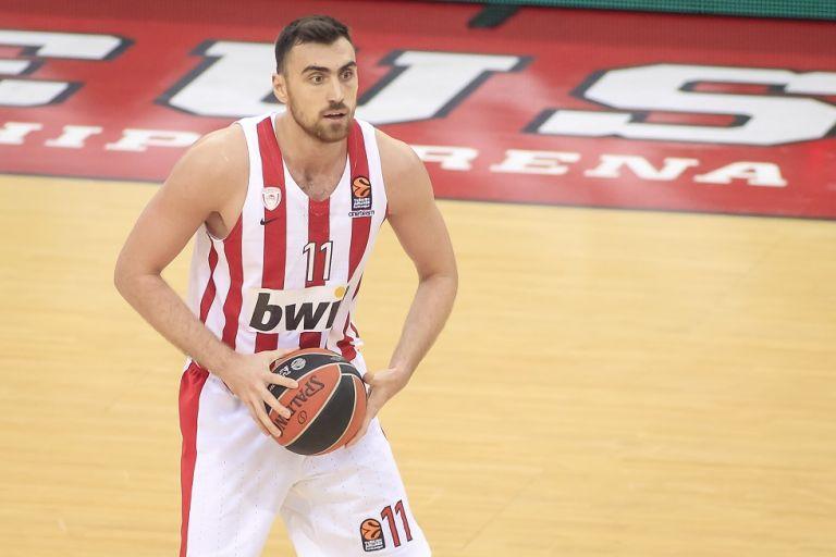 Μπόλικα ρεκόρ από τον Μιλουτίνοφ στη Basket League | tanea.gr