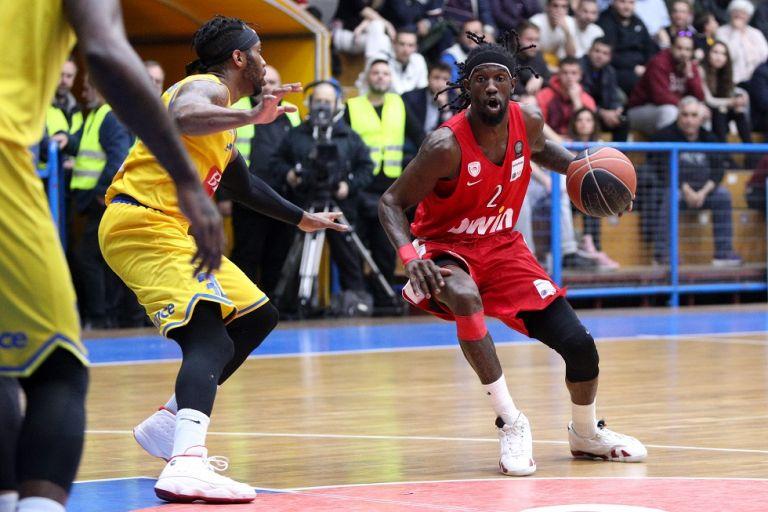 Ολυμπιακός: Έπαιξε… μπαλίτσα Ουέμπερ   tanea.gr