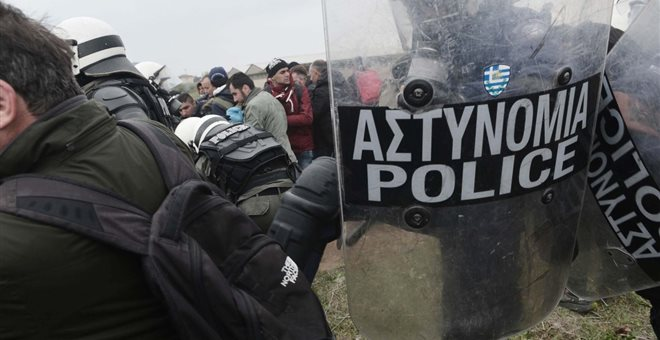 Αστυνομική βία σε φωτορεπόρτερ στα Διαβατά καταγγέλλει η ΕΦΕ | tanea.gr