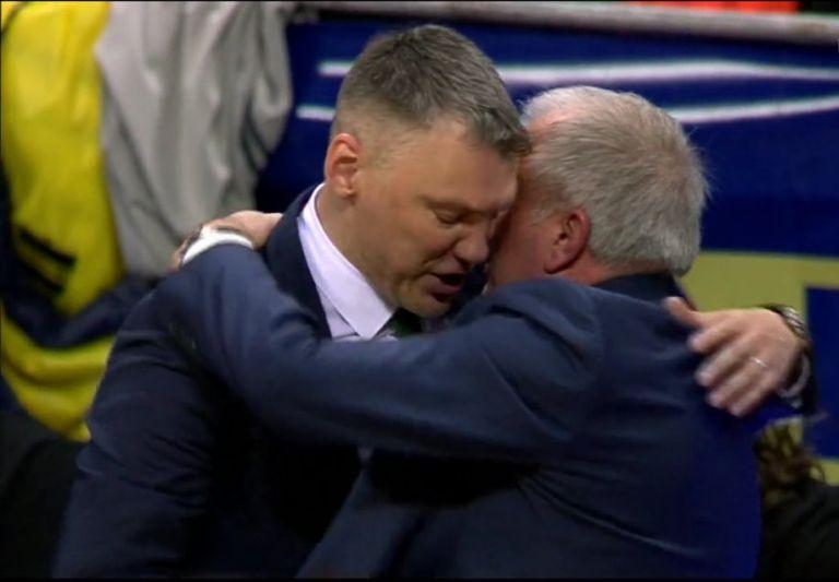 Έβγαλε το καπέλο σε Ζοτς, ο Σάρας: «Ο κόσμος μας θα δει 2 φορές τον καλύτερο προπονητή της Ευρώπης»   tanea.gr