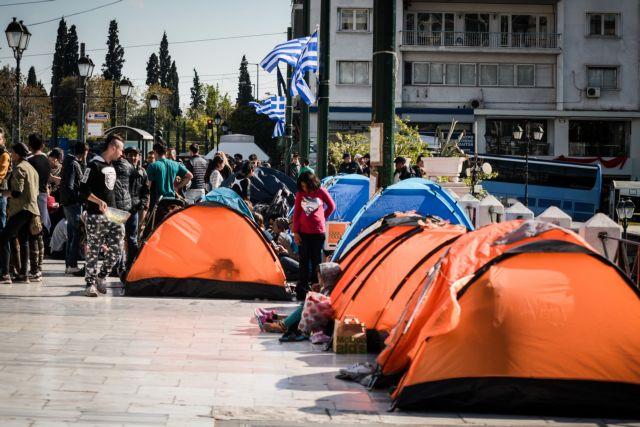 Στο Σύνταγμα οι πρόσφυγες μετά την εκκένωση κατάληψης στα Εξάρχεια | tanea.gr