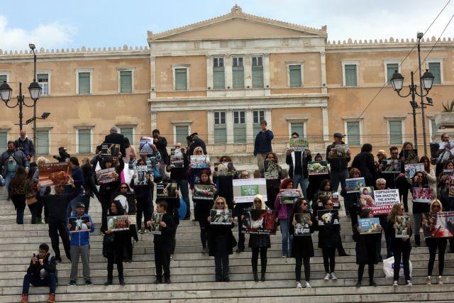 Συγκέντρωση vegans στην πλατεία Συντάγματος για το Πάσχα - «Η σφαγή δεν είναι γιορτή» | tanea.gr
