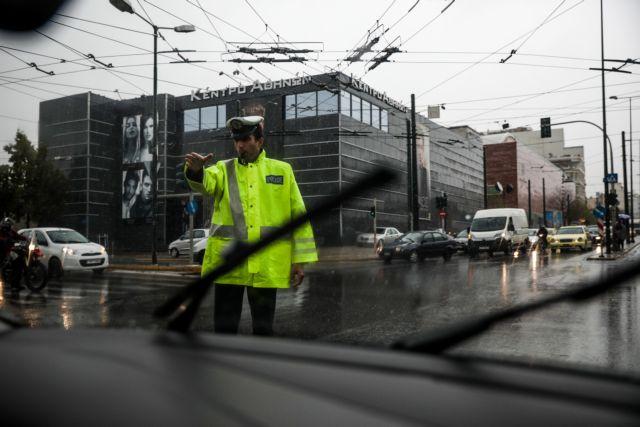 Εκλεισε η Πειραιώς από τη βροχή | tanea.gr