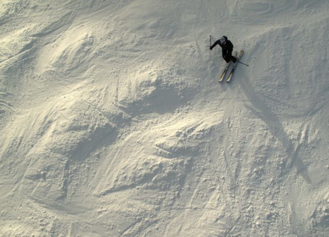 Νεκροί τέσσερις σκιέρ από χιονοστιβάδα στην Ελβετία   tanea.gr