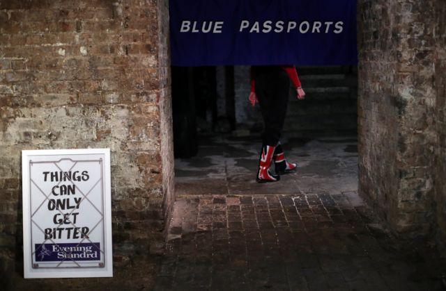 Brexit: Διαβατήρια χωρίς την ένδειξη «ΕΕ» τυπώνει η Βρετανία   tanea.gr
