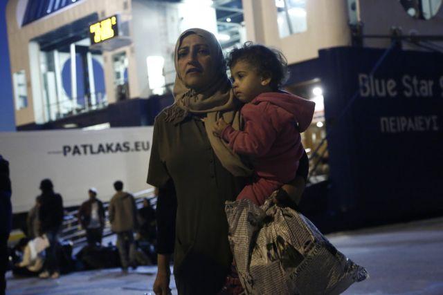 Στον Πειραιά μεταφέρθηκαν 494 πρόσφυγες | tanea.gr